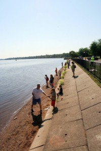 Saturday, June 15th residents gathered on the waterfront for free fishing, hot dogs, prizes and a great time!